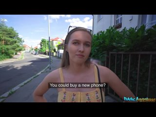 Стейси Круз не отказалась отсосать член пикапера за деньги на улице Праги