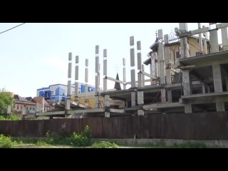 В Курске демонтируют долгострой на улице Советская