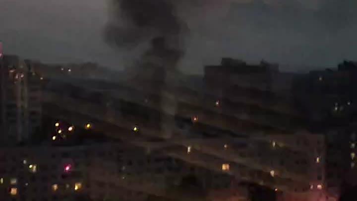 На Замшиной улице Кажись, в пол третьего кто-то со спичками доигрался Причины возгорания пока неизв...