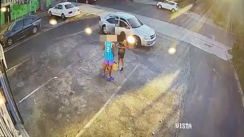 Дерзкое дневное ограбление запечатлено на видео