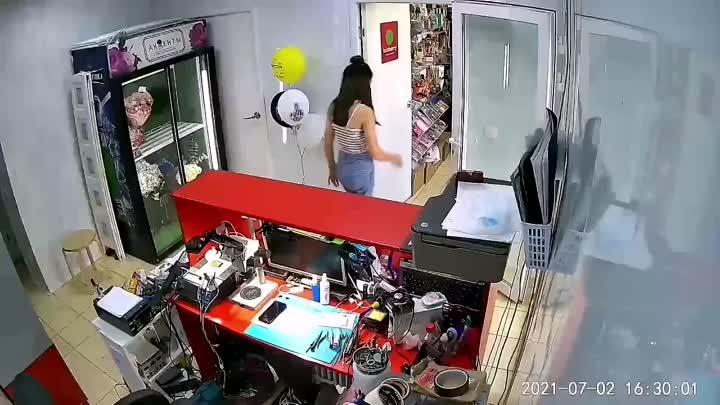 Мошенники в Кудрове В сервисе по ремонту телефонов на Австрийской, дождались пока мастер выйдет в м...