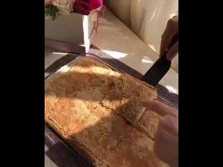 Простой пирог к чаю (ингредиенты в описании видео)