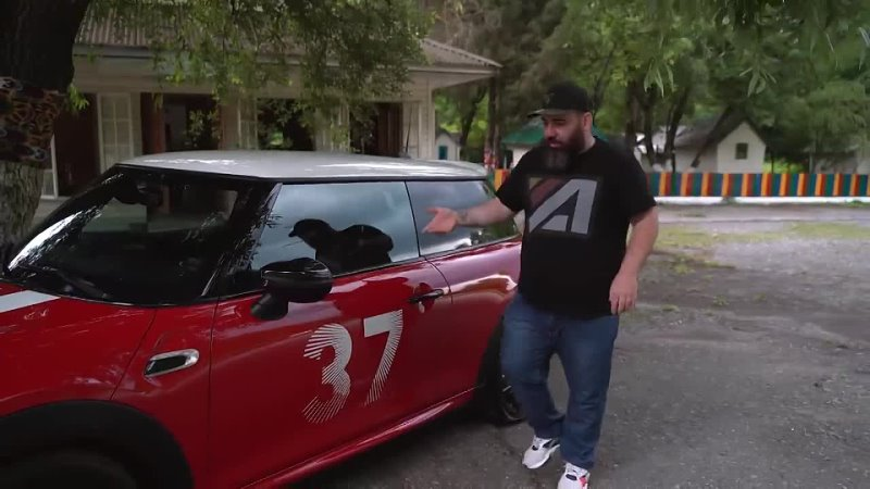 MINI Cooper S Paddy Hopkirk Edition Назойливая букашка