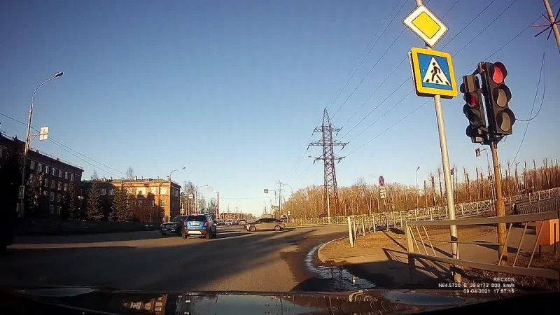 Северодвинск Поехал не глядя на светофор