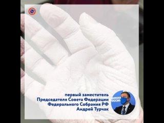 Это рука врача ультразвуковой диагностики, только что выполнившего 30 исследований у пациентов
