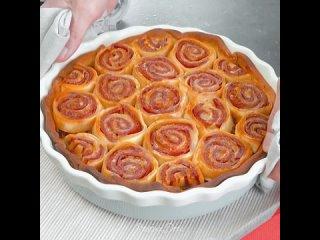 Сытный пирог с пикантным соусом болоньезе, салями и моцареллой (рецепт в описании под видео) - Ням-нямка