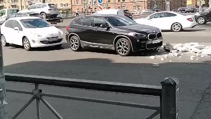 Петрович наложил кирпичей на БМВ в повороте на Обводный с Варшавского моста