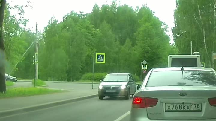 Ларгус, повернул так повернул) Пару часов назад в Павловске со Звериницкой на Красного курсанта прям...
