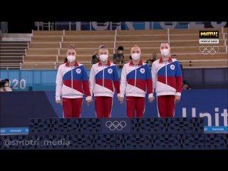 Церемония награждений женских сборных по гимнастике на Олимпиаде в Токио :