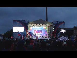 """В Донецке начался концерт группы """"Любэ"""" в честь 7-й годовщины Республики"""