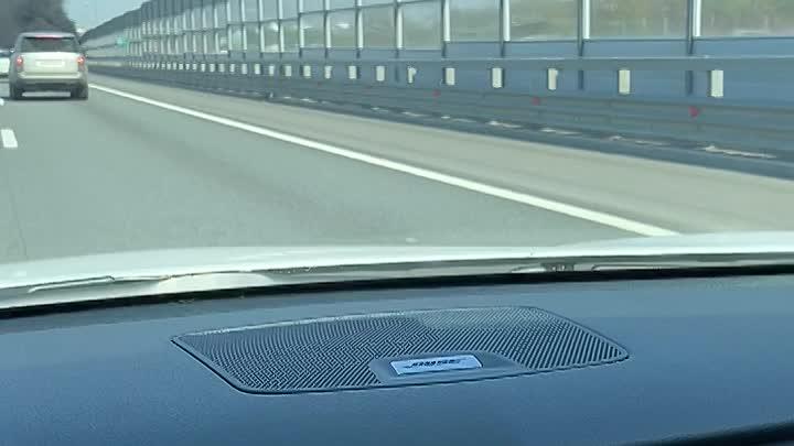 На 19 километре внутреннего кольца КАД (при съезде на выборгское шоссе) горит Ланос.