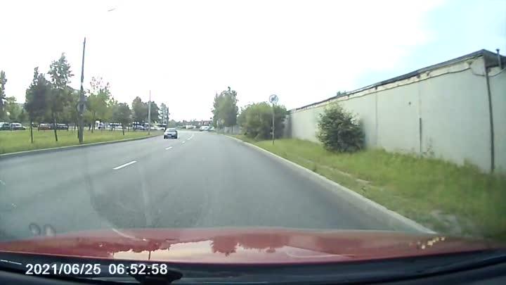 В городе Колпино или в Колпине, кому как нравится, у автобусников своё ПДД, остальным стоит быть в к...