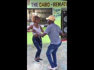 """La morena del swing 💚 Lady Laura bailando su propia bachata """"Pude"""""""