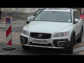 Последствия ДТП на улице Большая Ордынка в центре Москвы