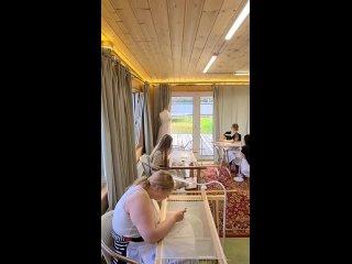 Школа ручной и машинной вышивки kullanıcısından video