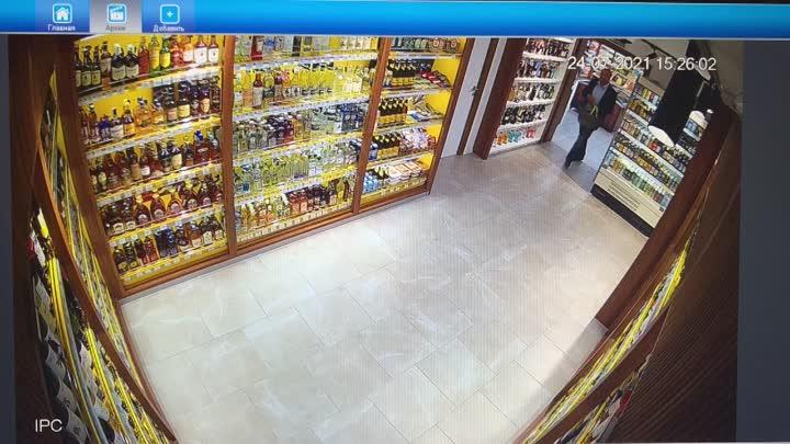 В магазине во Всеволожске, на Колтушском шоссе 98, мужик вынес алкоголь в штанах. Мужчин было двое, ...