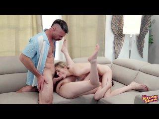 Отец трахает приемную и родную дочку, кончает сперму на лицо и в киску (Casey Calvert, Mackenzie Moss Incest Инцест Daughter sex
