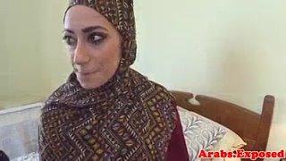 Muslim babe masturbating