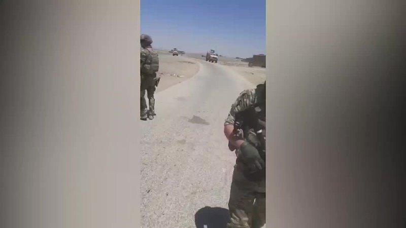 Жители деревни Фарфара расположенной в сирийской провинции Хасеке не пропустили через свой населенный пункт патруль ВС США Ам