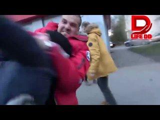 """Драка, произошедшая в Питере между женщиной и активистом """"СтопХама"""", расколола россиян на два лагеря"""