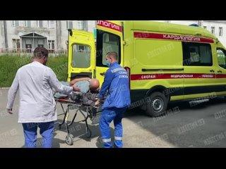 Пострадавших при крушении вертолета доставили в больницу