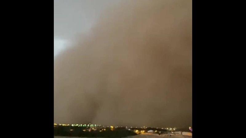 Пыльная буря в провинции Эль Касим Саудовская Аравия 7 ноября