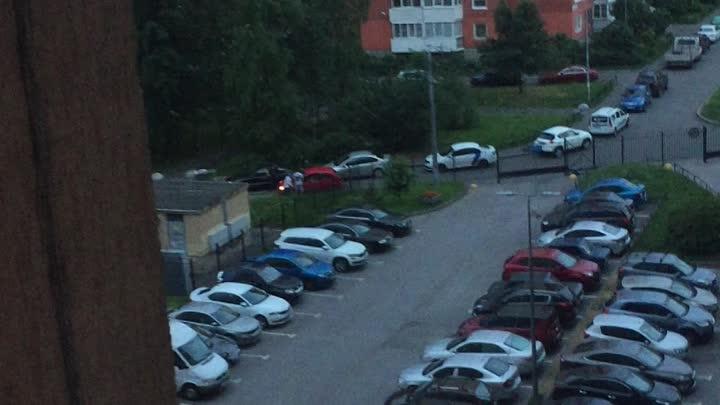 Во дворах ул.Чудновского какие-то неадекваты сначала побили велосипедиста и кинули в него велосипедо...