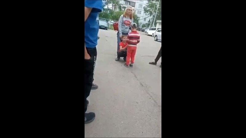 В Красноярске яжемать придушила чужого ребенка и поставила его на колени перед своим сыном
