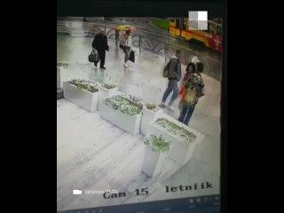В центре Екатеринбурга на веранде ресторана у гостиницы «Исеть»  прохожие украли дорогой объектив от фотоаппарата