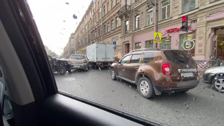 Авария на перекрёстке улицы Некрасова и Литейного проспекта.
