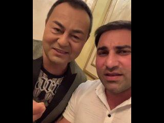 Известный турецкий певец Сардар Ортач прибыл в Баку и поздравил Азербайджан с победой в Карабахской Войне.