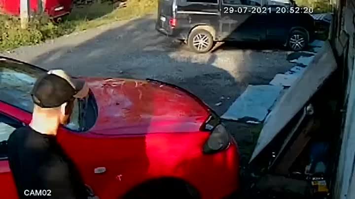 Второй раз за лето эти люди крадут госномера в Сергиево Красносельского района 14 июня украли с Тойо...