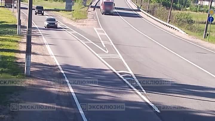 Видеозапись аварии с перевернутым Геликом на Зеленогорском шоссе. Новость ранее: https://vk.com/wa...