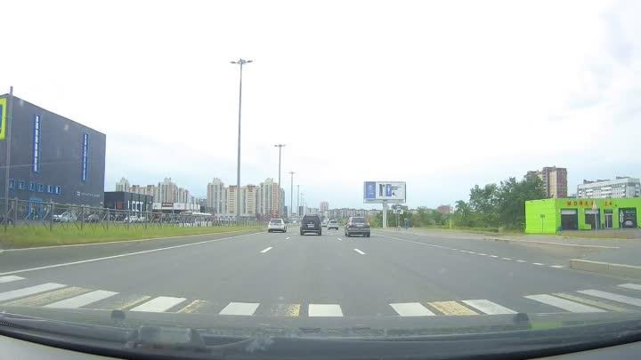 В 9:21 на Парашютной улице лицо на автомобиле BMW с гос.знаком Е796НВ198 в ходе агрессивных перестро...