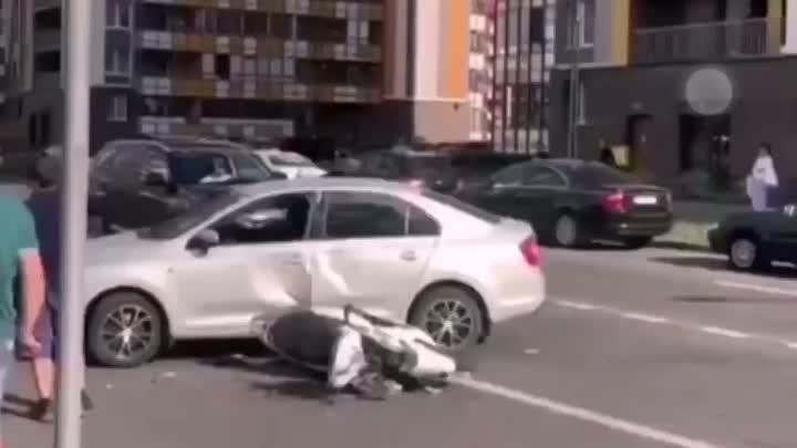 В Кудрове, поворачивающий Рапид сбил мопедиста
