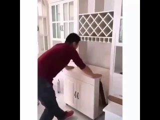 Симпатичный раскладной кухонный столХотели бы себе такой?