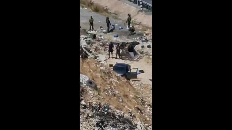 С места мученической смерти палестинской женщины после того как оккупационные силы застрелили ее у въезда в Хизма