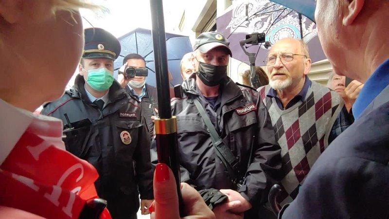 Лёгкие дебаты депутата Госдумы Рашкина с полицией у администрации президента
