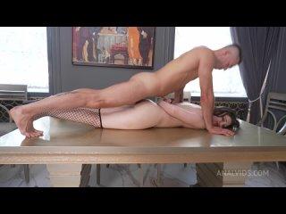 Жопастую русскую девочку Kamilla Kavalli жестко трахают в анал, жопу, попку, порно, секс 18+ hard wild animal anal Fuck sex porn