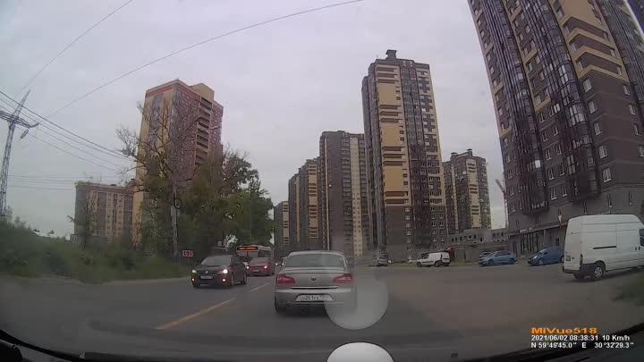 Сегодня в 8:30 ехала в сторону города по Советскому проспекту. Пропускала машину, которая ехала по в...