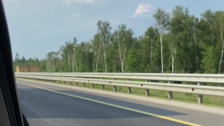 """На 420 км трассы М11 """"Нева"""" в сторону Санкт-Петербурга произошла авария. Лэнд Ровер обогнал нас неза..."""