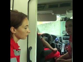 Новороссийцы вручную сдвинули фуру с дороги и спасли жизнь малышу