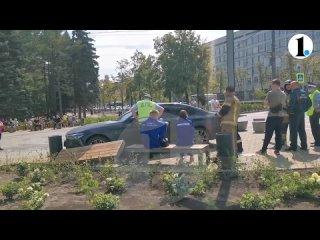 В Челябинске водитель БМВ заехал на пешеходную зону возле ЮУрГУ