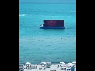Видео с Instagram Рианны ()