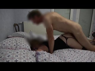 Ебут жену муж наблюдает сперма вытекает