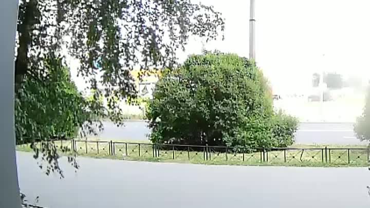 ДТП на проспекте Энтузиастов у дома 28 к1. белая машина поворачивала налево, дама догнала и придала ...