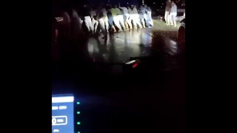 Под Новороссийском водители руками передвинули опрокинувшийся грузовик для проезда скорой помощи В ночь на 23 июля скорая в