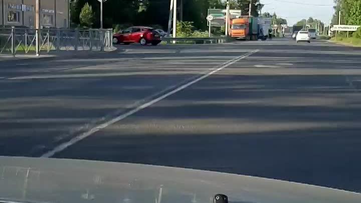 Утреннее ДТП на Колтушском шоссе у южного. Газель въехала в фуру.