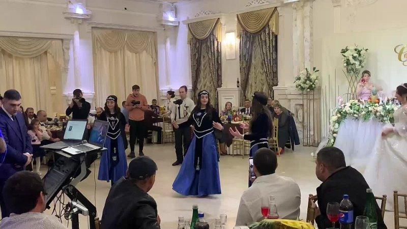 Нежный армянский танец Harsi par 🤍
