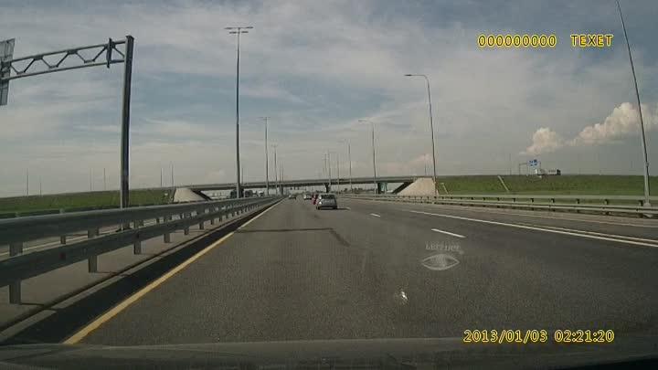 У БМВ, как сказал другой участник ДТП, отказали тормоза на М-11 по направлению в Питер не доезжая 14...